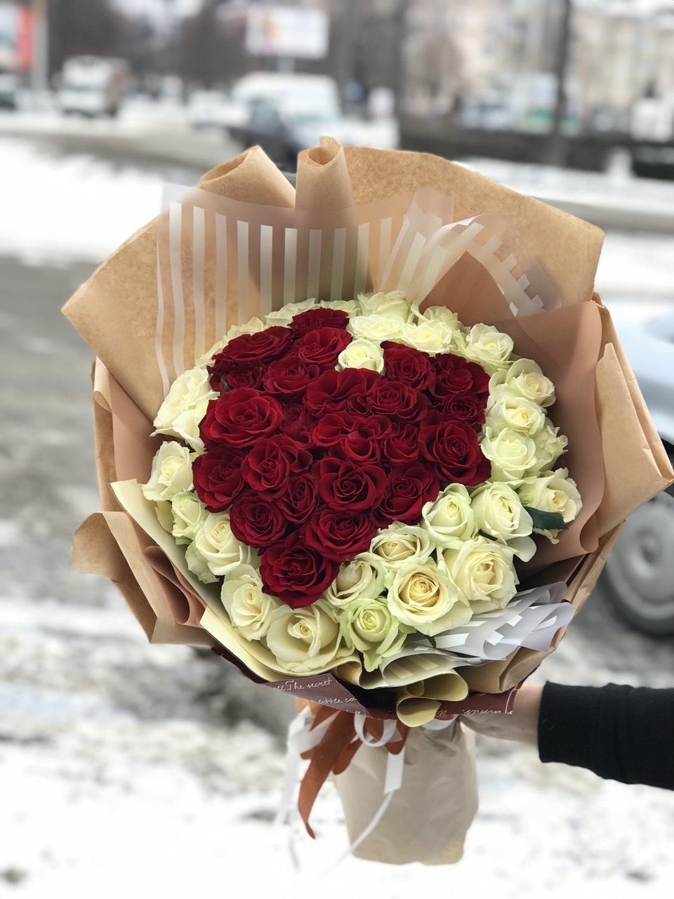Подарить сердце из цветов